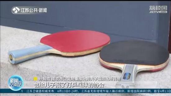 """如此""""父爱""""太奇葩!老爹为儿子顺走8千元限量款乒乓球拍"""