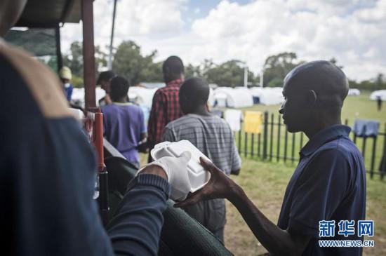 """(国际疫情)(1)南非:为无家可归者搭建临时的""""家"""""""