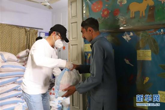 """(国际疫情・图文互动)(1)""""兄弟有难自当伸出援手""""――爱心物资助力巴基斯坦贫困家庭渡难关"""