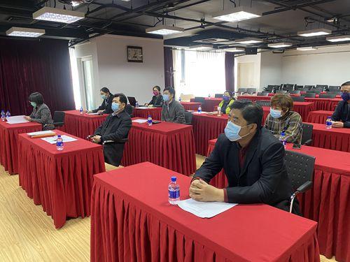 图为中国盲文出版社、中国盲文图书馆领导观看选手比赛现场