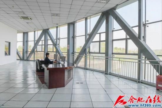 塘西河河口闸站控制室