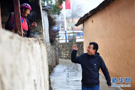 """(脱贫攻坚·图片故事)(10)扶贫相册——藏族村寨的脱贫""""贴心人"""""""