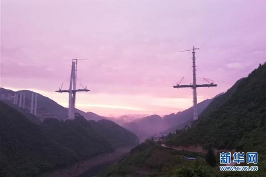 (聚焦复工复产)(6)贵州遵余高速湘江大桥建设进展顺利