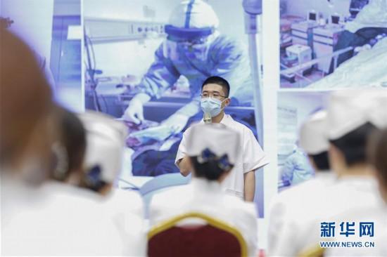 """(医卫)(6)北京:新入职护士""""授帽""""纪念南丁格尔"""
