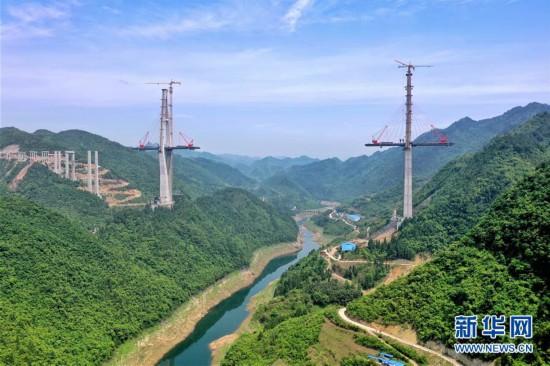 (聚焦复工复产)(2)贵州遵余高速湘江大桥建设进展顺利