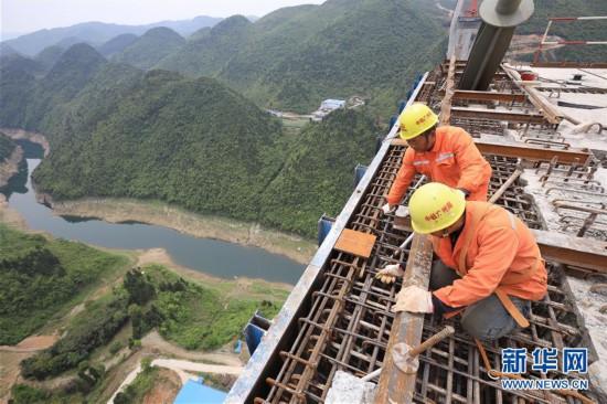(聚焦复工复产)(8)贵州遵余高速湘江大桥建设进展顺利
