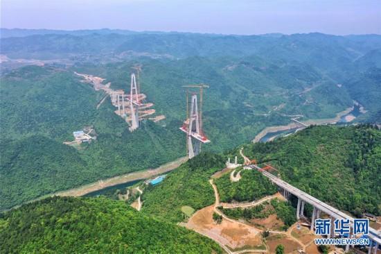 (聚焦复工复产)(1)贵州遵余高速湘江大桥建设进展顺利