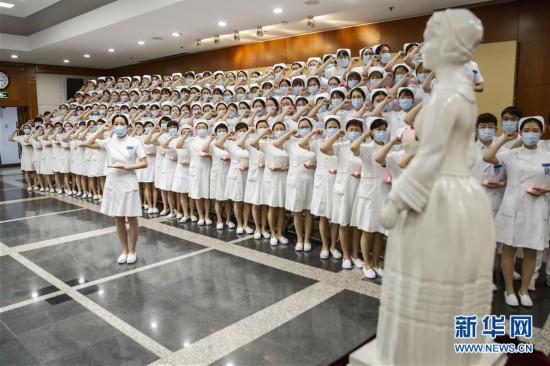 """(医卫)(3)北京:新入职护士""""授帽""""纪念南丁格尔"""