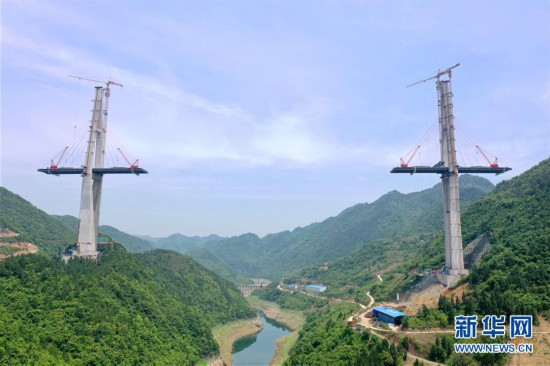 (聚焦复工复产)(5)贵州遵余高速湘江大桥建设进展顺利