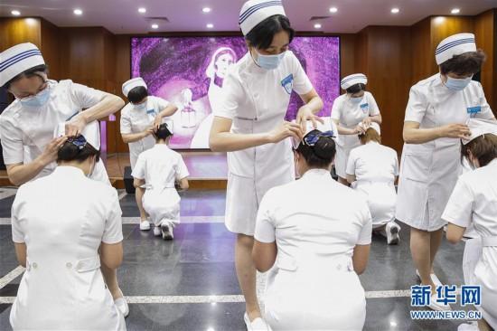 """(医卫)(1)北京:新入职护士""""授帽""""纪念南丁格尔"""