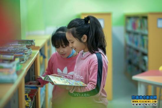 上思县图书馆来了几位爱读书的小客人