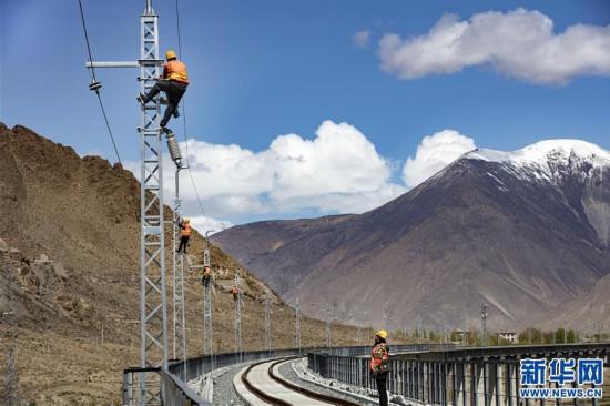 #(经济)(1)西藏拉林铁路高海拔段电气化施工有序推进