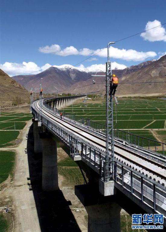 #(经济)(2)西藏拉林铁路高海拔段电气化施工有序推进