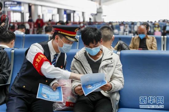 (社会)(1)重庆开展文明守法出行宣传活动