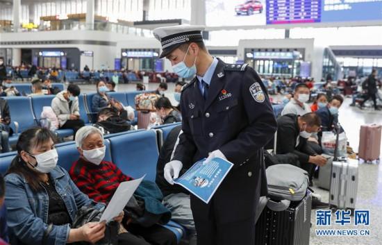 (社会)(2)重庆开展文明守法出行宣传活动