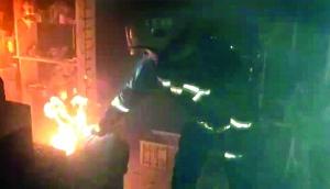 煤气罐漏气 淮安女子点打火机查看引发火灾