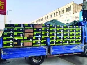 连云港打掉假冒商品窝点 422箱假名牌开关装了两卡车