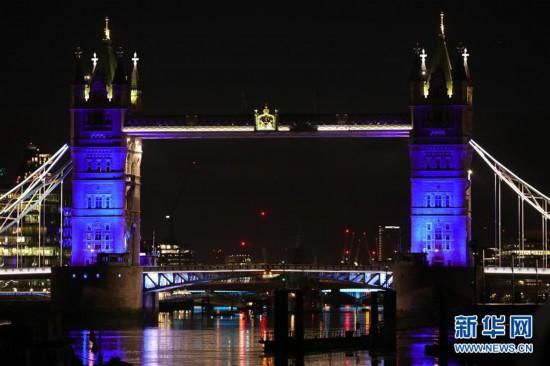 (国际疫情)(3)伦敦亮灯致敬医护人员