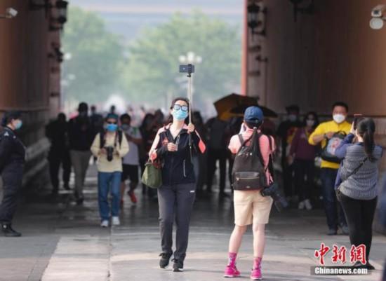 """今年""""五一""""假期中国接待国内游客1.15亿人次"""