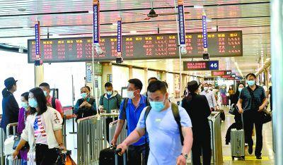 假期最后一天 铁路迎来了返京客流高峰