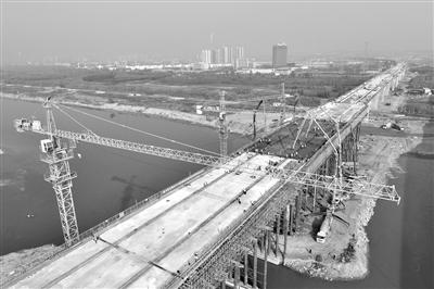 银西高铁陕西渭河四线桥合龙