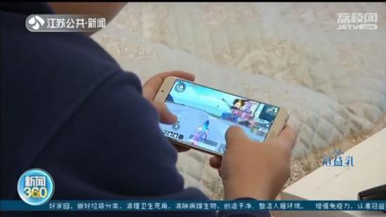 镇江男孩充值玩游戏 家长维权被平台搞得团团转