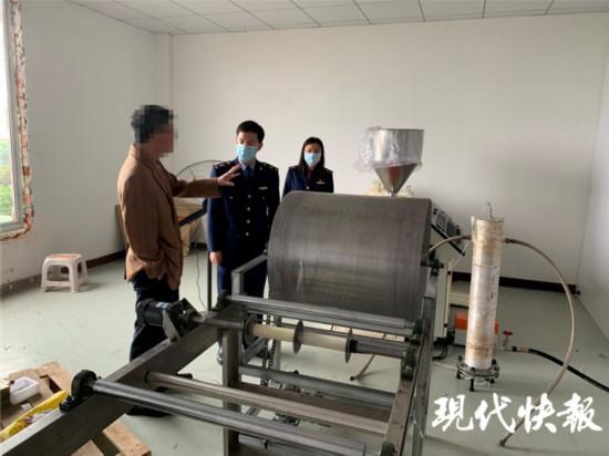 蘇州一食品廠邊做鹵蛋邊造口罩被查封