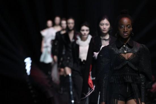 """以""""重构 逆行者的2020""""为主题的中国国际时装周全新亮相"""