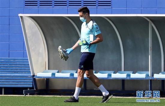 (体育)(5)足球――西班牙人队恢复训练