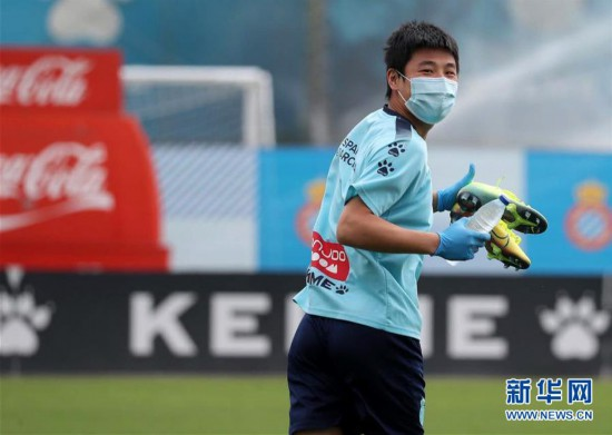 (体育)(1)足球――西班牙人队恢复训练