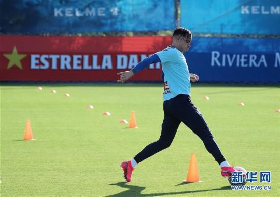 (体育)(6)足球――西班牙人队恢复训练