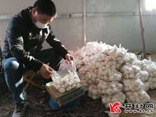 """【奉献在一线】驻村书记卖出扶贫蘑菇第一""""大单""""1"""