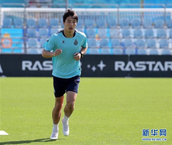 (体育)(2)足球――西班牙人队恢复训练