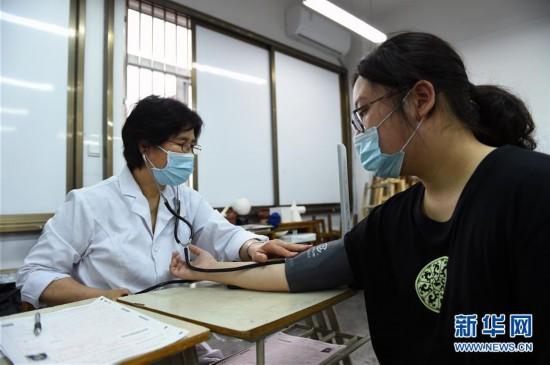 """(健康)(1)合肥:高考體檢""""送檢到校""""服務學生"""