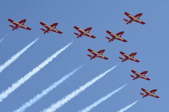 加拿大空军飞机在抗疫致敬飞行中坠毁,一死一重伤