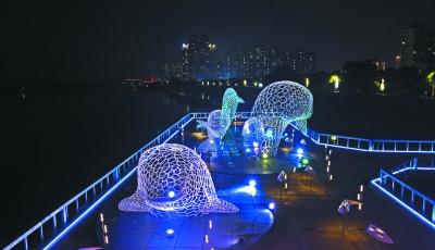南京鼓楼废弃码头建江豚雕塑群 吸引市民打卡