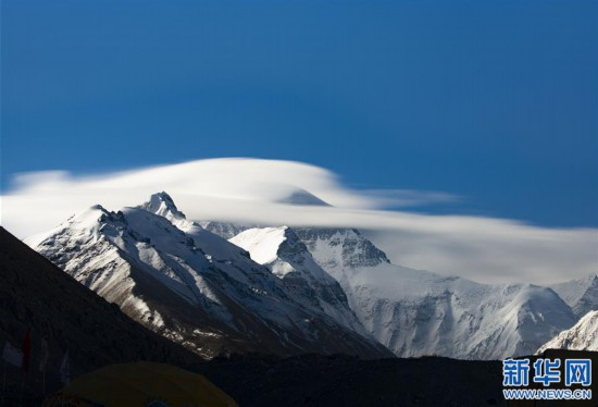 (2020珠峰高程测量・新华视界)(2)看珠峰云卷云舒 观巅峰千姿百态
