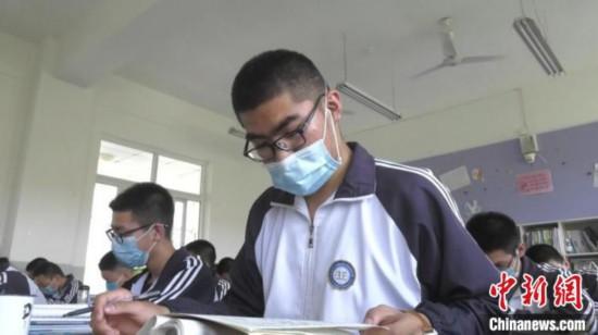 高考倒计时50天:新疆学子笔记本变绘画本温故更有兴趣