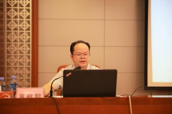 自治区国资委指导宏桂集团推进外部董事制度建设