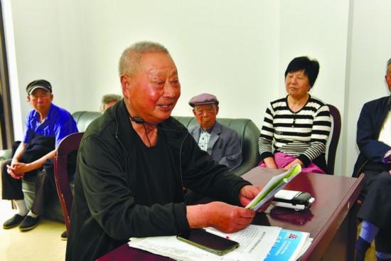 南通港闸九旬刑警天天当主播 银发藏青蓝