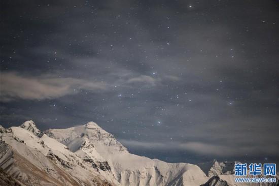 (2020珠峰高程測量·新華視界)(4)看珠峰雲卷雲舒 觀巔峰千姿百態