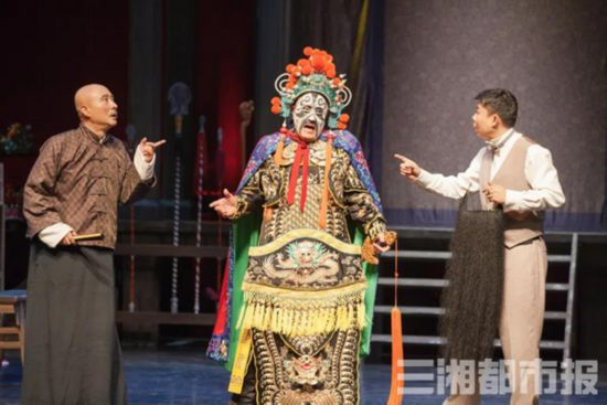 长沙梅溪湖大剧院今晚开启外围泛光,诸多好剧排上日程