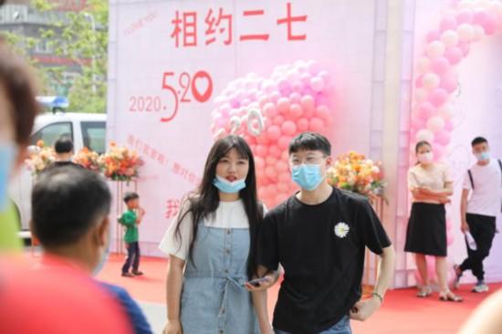 """""""520""""甜蜜直击郑州结婚登记迎来""""小高峰"""""""