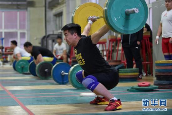 (体育)(1)举重――吉林省男子举重队训练进行时