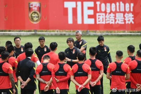 洛国富将留国家队治疗于大宝:国足目标打好世预赛