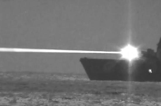 美军舰成功测试150千瓦级激光炮击落固定翼飞机