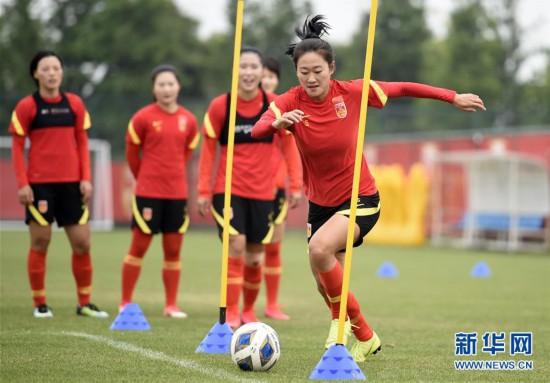(体育)(5)足球――中国女足举行公开训练课