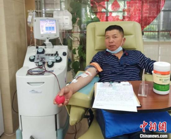 寡黙な大工さんは「献血の達人」、100回以上で献血量60リットル超