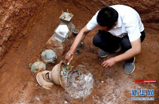 (图文互动)(1)河南洛阳发掘一处西汉家族墓 墓主身份成谜