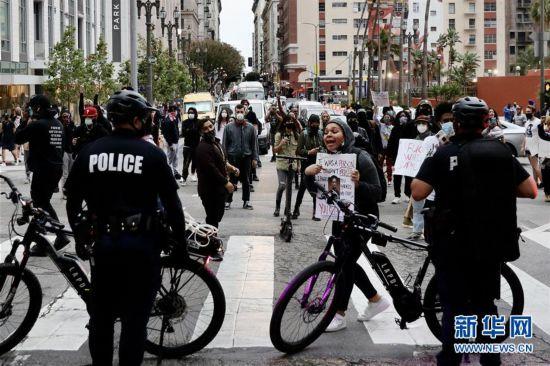 (国际)(2)洛杉矶示威发展为骚乱 533人被警方逮捕